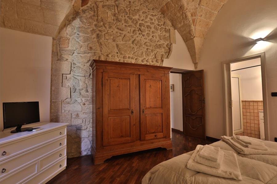 Excellent spazioso monolocale con muri in pietra a vista for Muri con pietre a vista